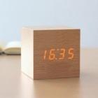 Cube en bois réveil