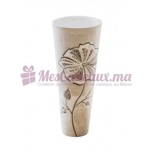 Vase allongé fleuri